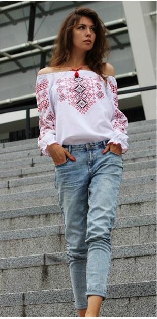 Сучасне поєднання вишиванки із джинсами. Варіант 2