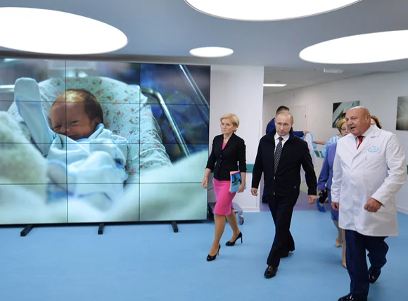 Володимир Путін у тому самому Центрі ім. Кулакова