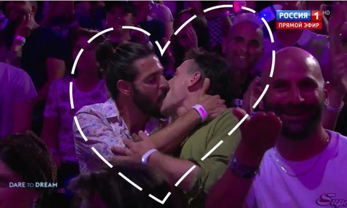 Страстный поцелуй двух мужчин на Евровидении-2019 возмутил соцсети photo