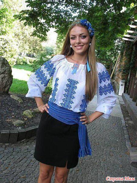 Українська традиційна сорочка у поєднанні із спідницею