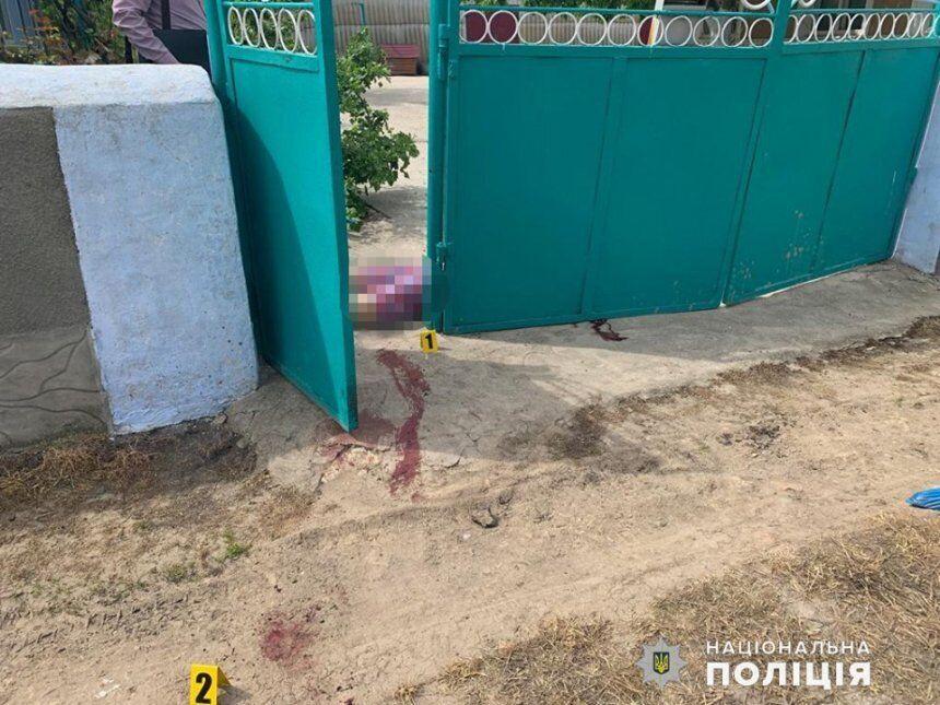 Тело женщины нашли у ворот