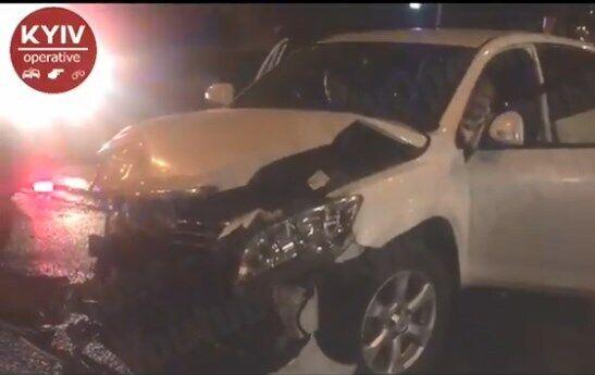 В Киеве авто полиции попало в аварию и вылетело на тротуар
