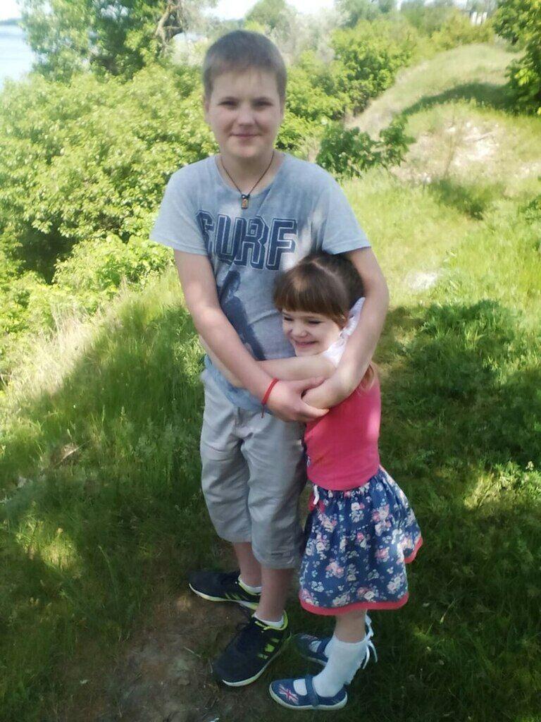 15-річний Данило і 7-річна Даша Бажанови