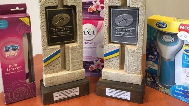 Победительниц турнира наградили вибраторами
