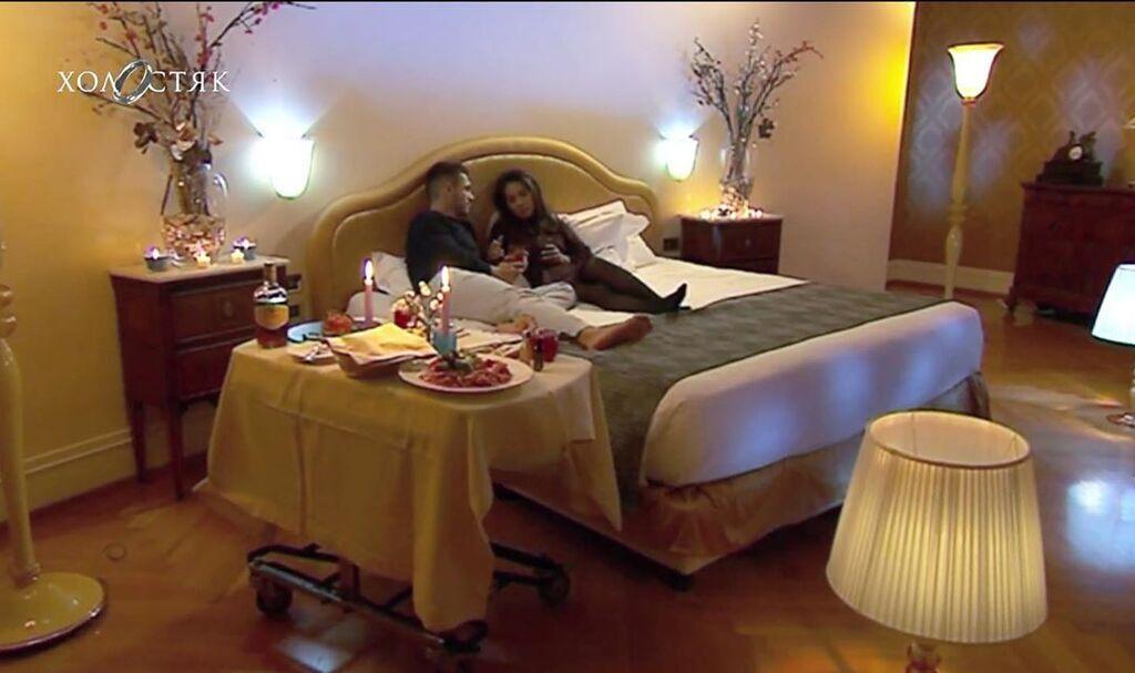 Микита Добринін і Лілія в ліжку