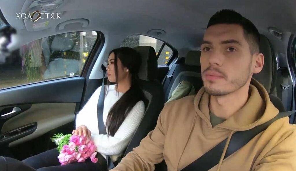 Лілія з Микитою Добриніним у машині
