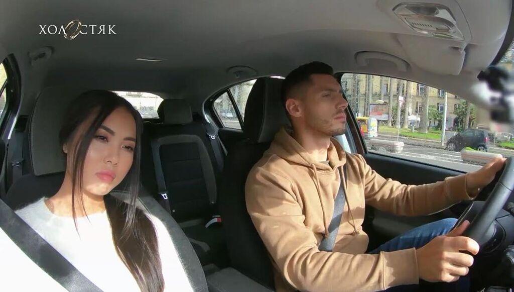 Сварка Лілії та Микити у машині