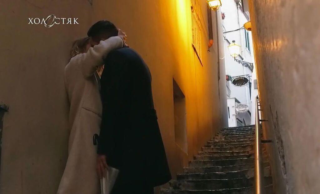 Микита та Даша поцілунок