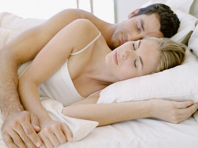 Здоровый сон: 7 причин спать на левом боку