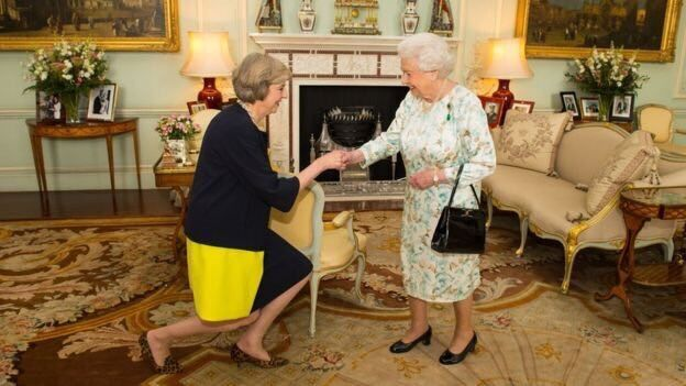 """Танцююча королева: яскраві """"виступи"""" Терези Мей"""