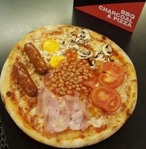 """Смесь пиццы """"Маргарита"""" и англйского завтрака"""