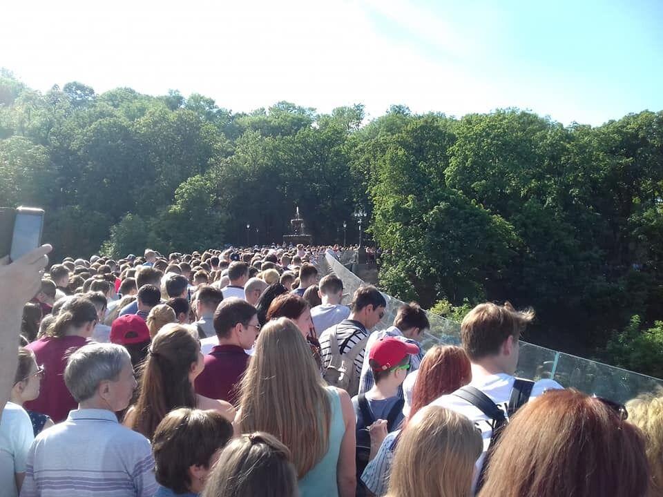 Натовп на мосту
