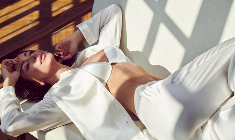 Ані Лорак оскандалилася знімком з оголеними грудьми