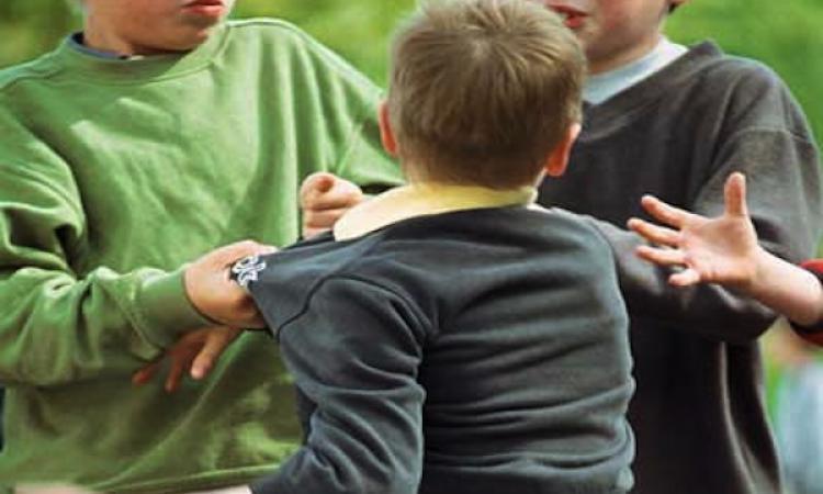 Избивают и грабят детей: в Киеве группа школьников устроила беспредел
