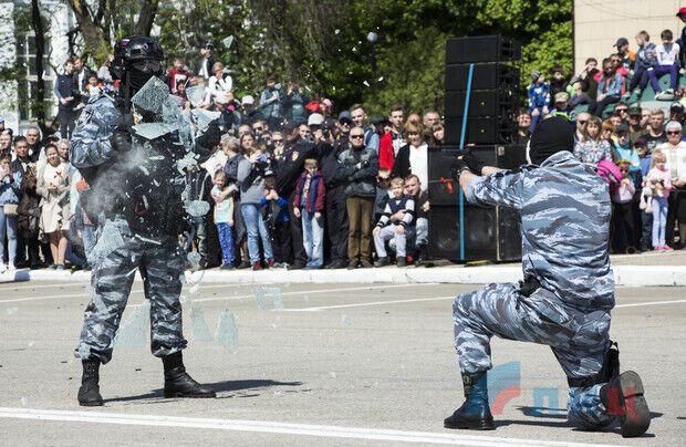 В Луганске одновременно взяли Рейхстаг и расстреляли Майдан: эпичные фото