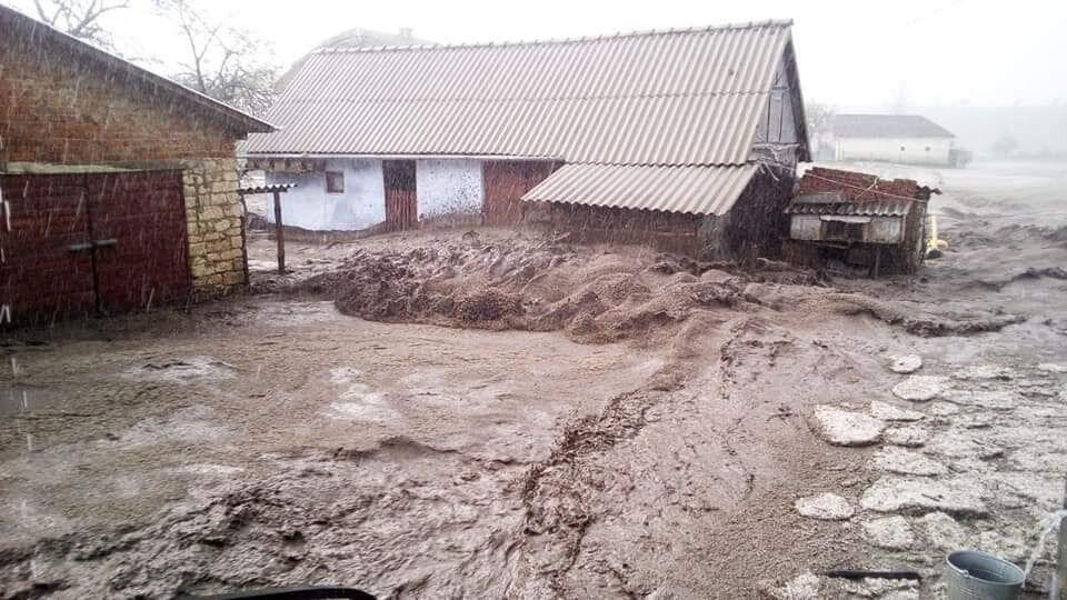 с. Жовнивка Бережанского района во время непогоды 28 апреля