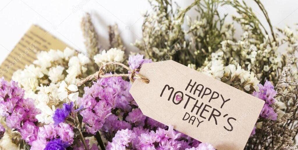 Обираючи подарунок, слід враховувати вподобання мами