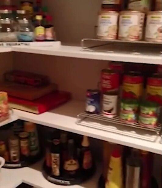 Жінка похвалилася акуратно розставлених їжею в шафах і жахнула мережу
