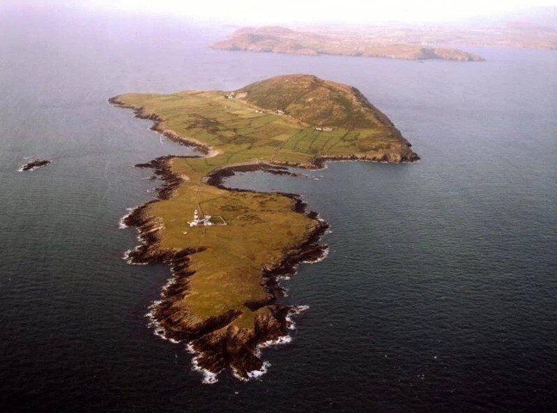 Сім'я виграла поїздку на ідеальний острів, але там розігралася драма