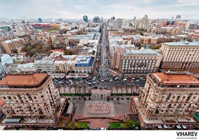 Улица Крещатик с отреставрированным Центральным гастрономом
