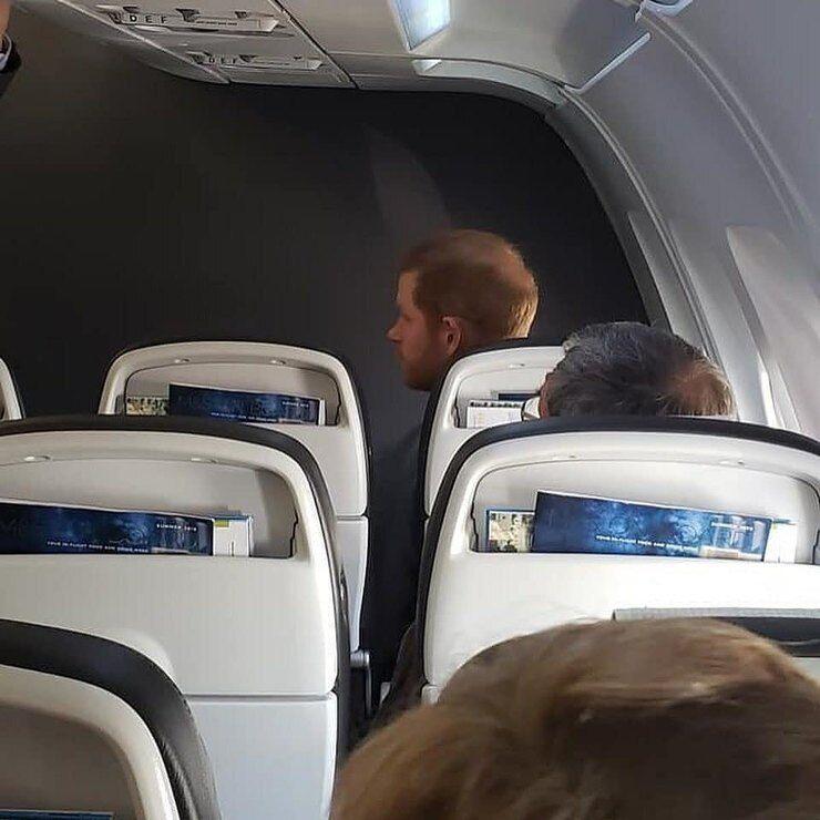 Принц Гаррі в літаку