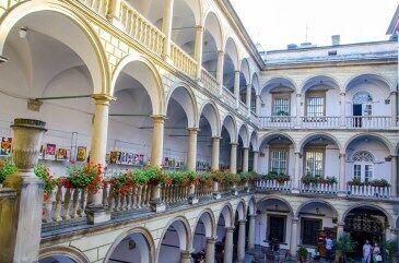 Італійський дворик — маленька Італія посеред Львова