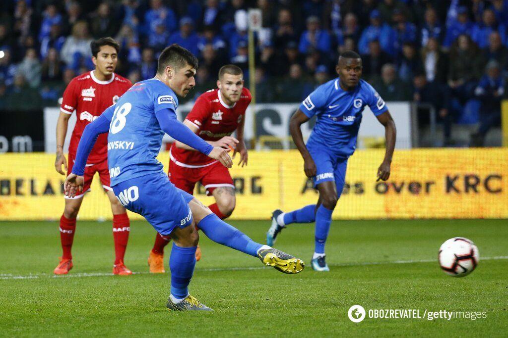 Руслан Малиновский пробивает пенальти и забивает 13 гол в чемпионате Бельгии