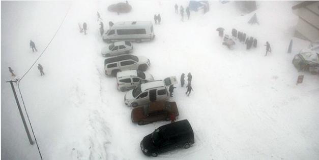 Популярный среди украинцев курорт внезапно засыпало снегом: удивительные кадры