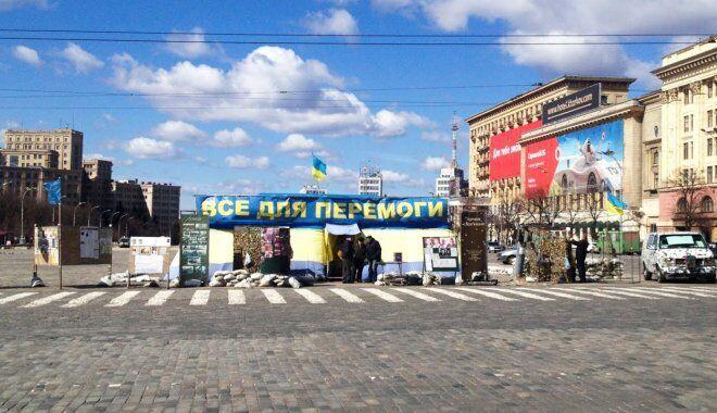 Намет на площі Свободи в Харкові