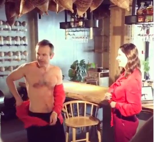 Святослав Вакарчук зняв червону сорочку