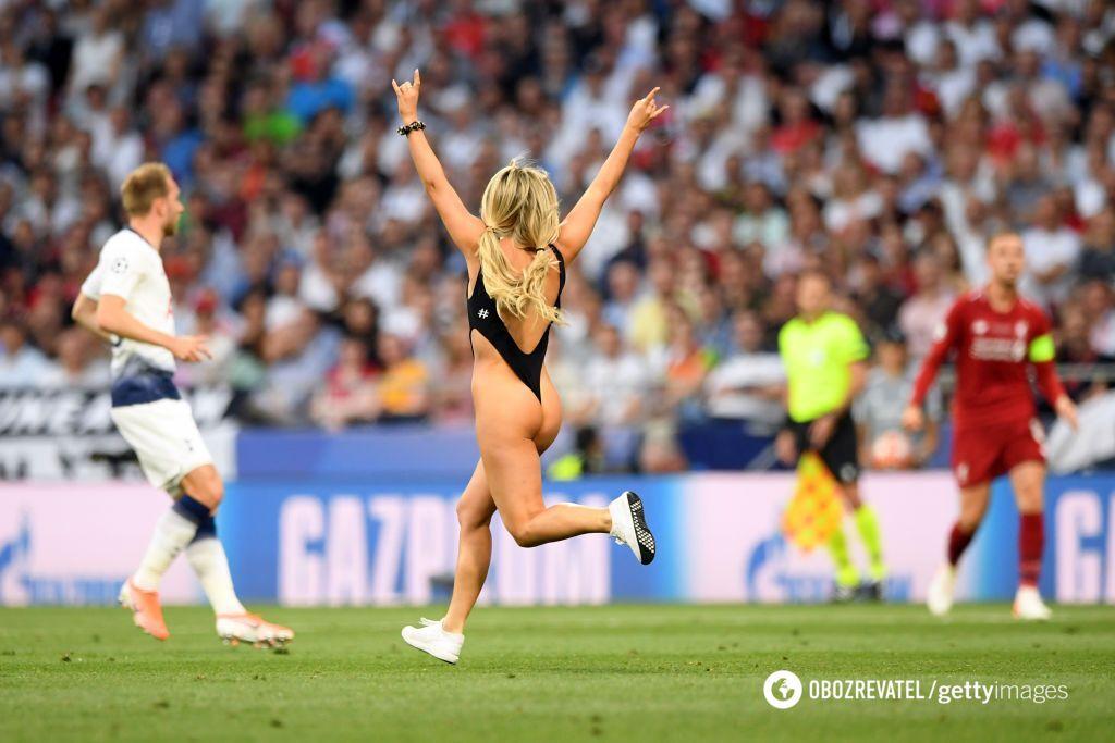 Напівгола вболівальниця вибігла на поле на фіналі ЛЧ