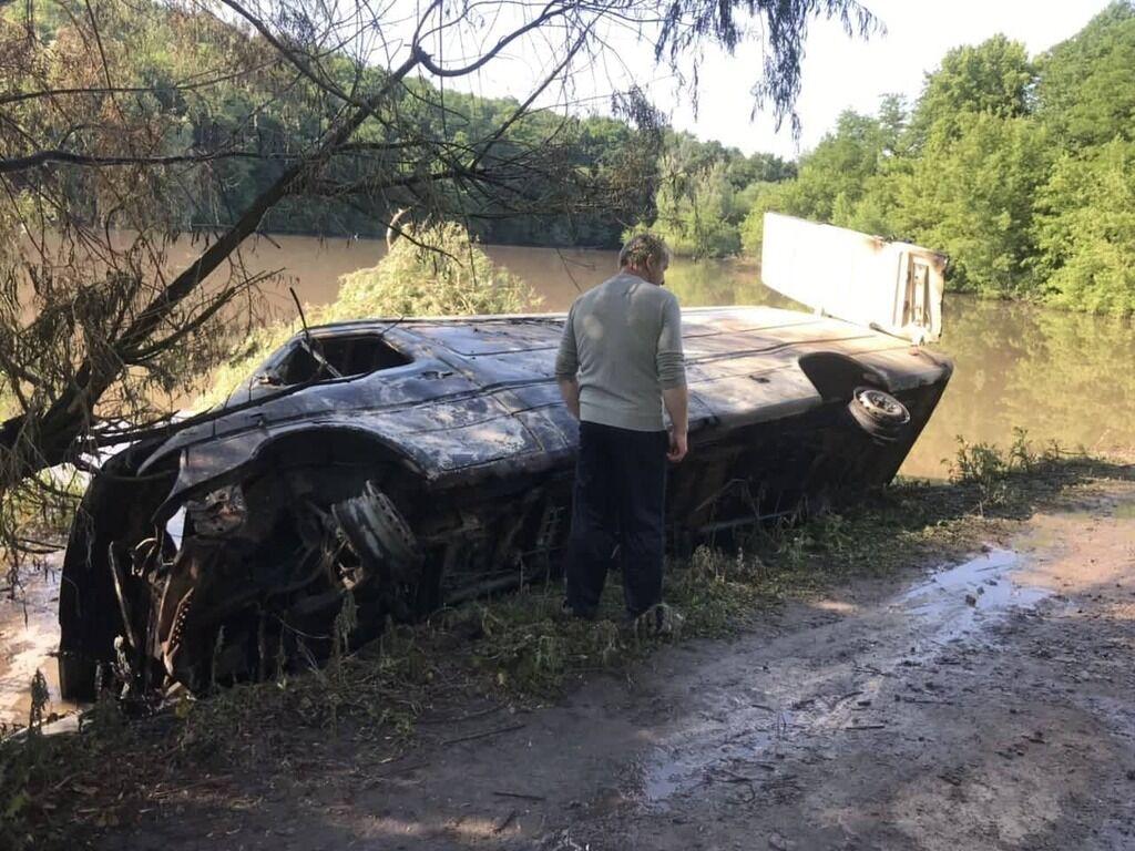 Авто перевернулось