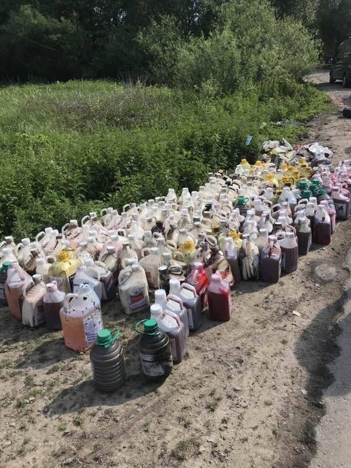 Химикаты, которые попали в реку