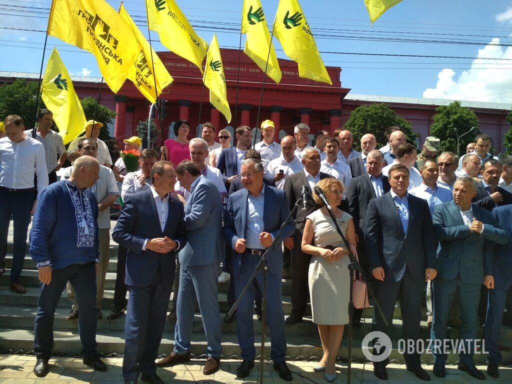Анатолій Гриценко представив команду для участі в позачергових виборах до ВР