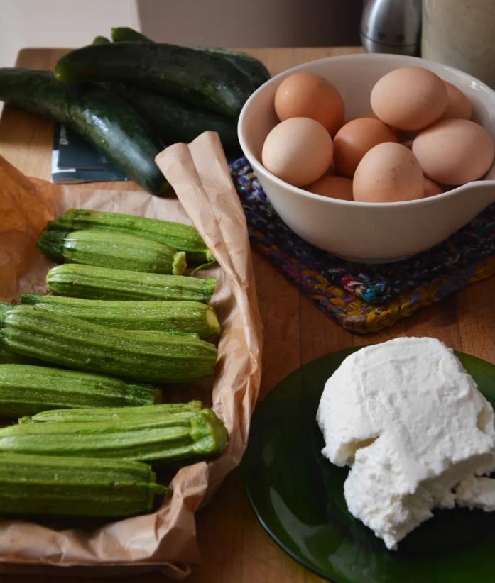 Фріттата з кабачками і сиром за 15 хвилин: вишуканий літній рецепт з Італії