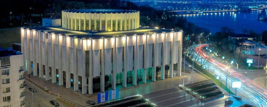 АП може переїхати до Українського дому