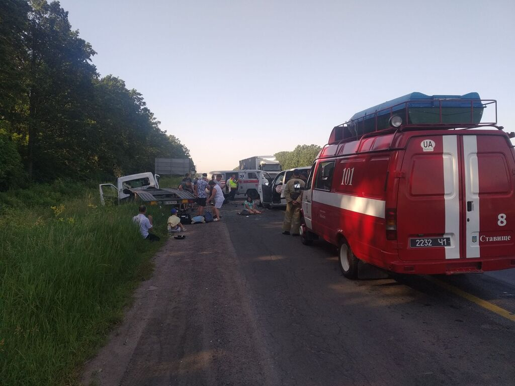 Спасатели прибыли на место ДТП