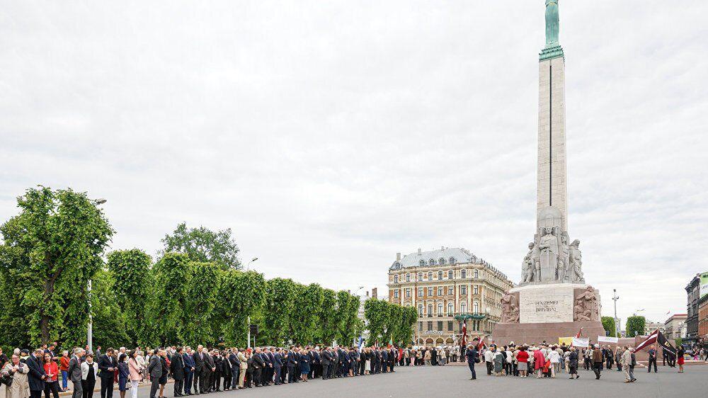 День пам'яті жертв комуністичного терору біля Пам'ятника Свободи в Латвії