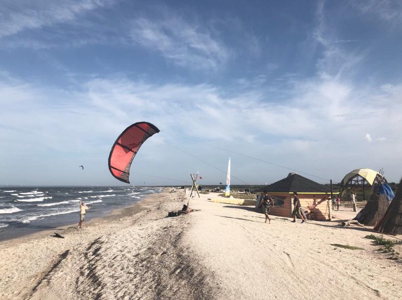 Порожні пляжі в Криму