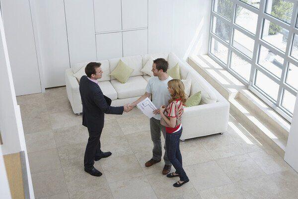 Договор подписывайте с хозяином после просмотра квартиры