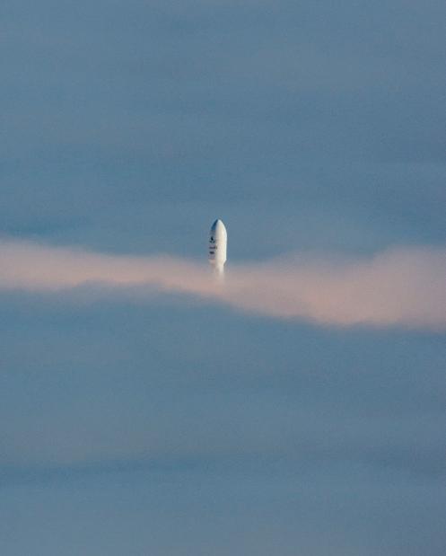 Маск успішно запустив нову ракету у космос: вражаючі фото