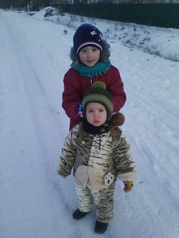 Маленький Тимурчик із сестрою