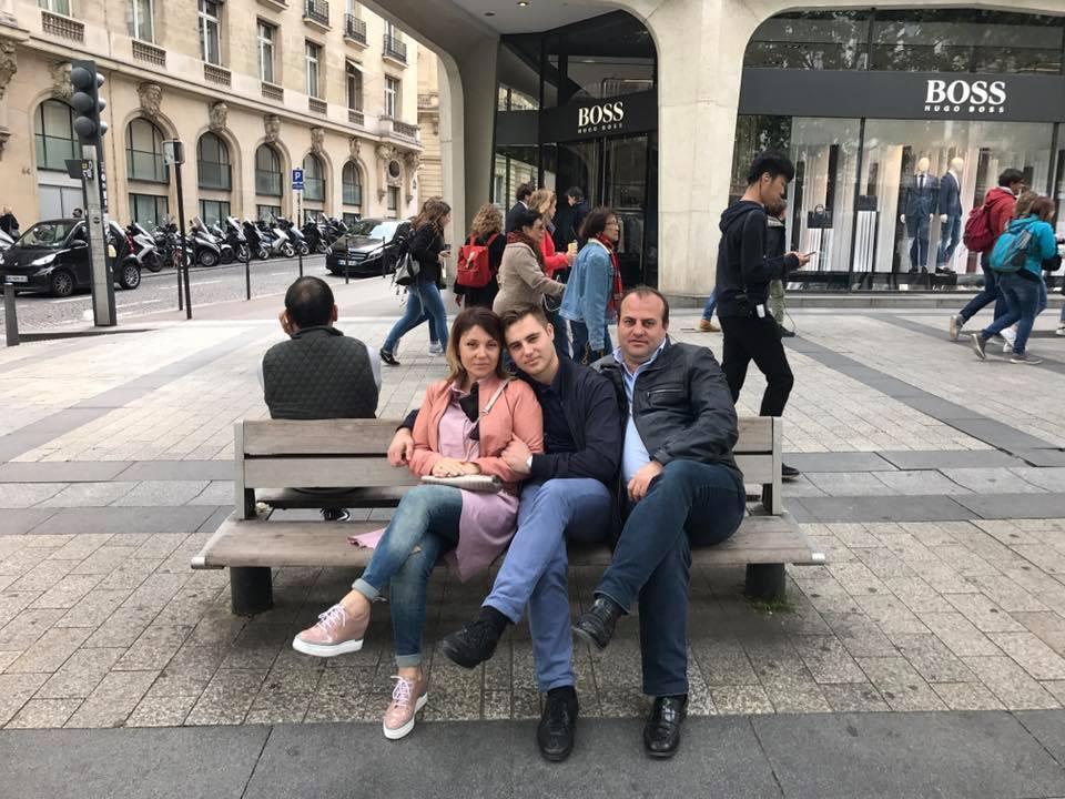 Роман Карабаджак с семьей