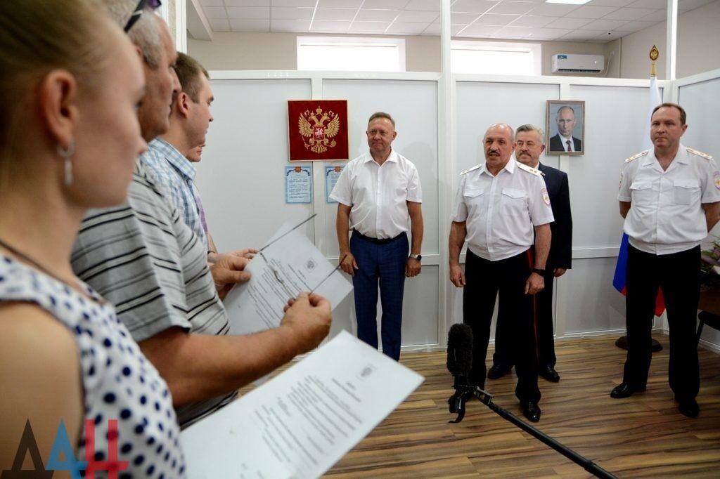 """Жителі """"ДНР"""" отримали російські паспорти"""