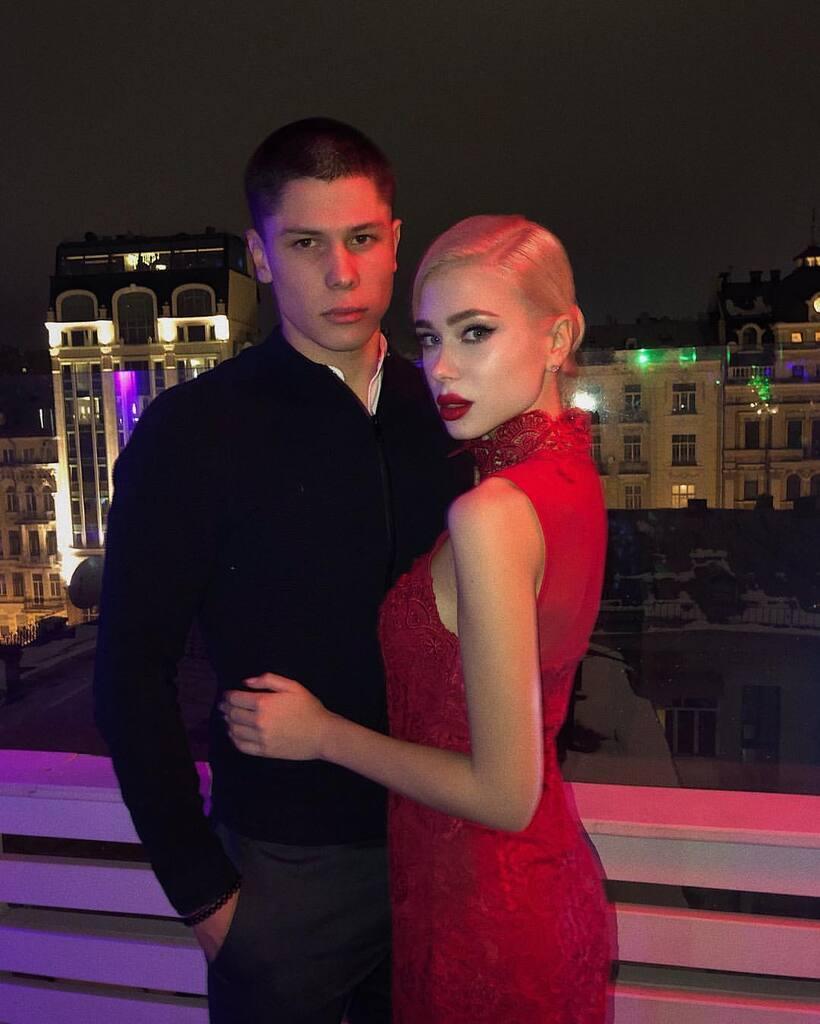 Анастасия – девушка Дениса Попова