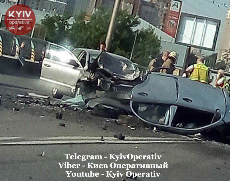 Разорвало на части: в Киеве случилось жуткое ДТП с 4 погибшими