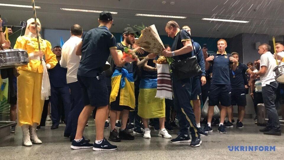 Сборную Украины U-20 триумфально встретили в Борисполе