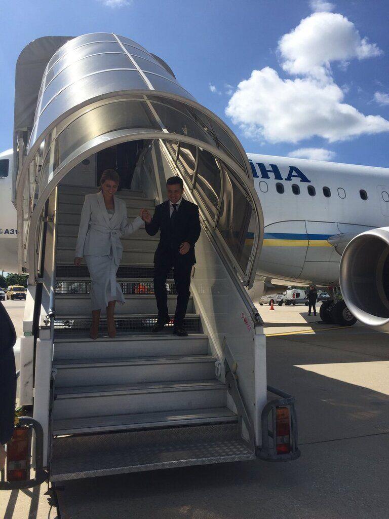 Зеленський з дружиною прилетіли до Франції