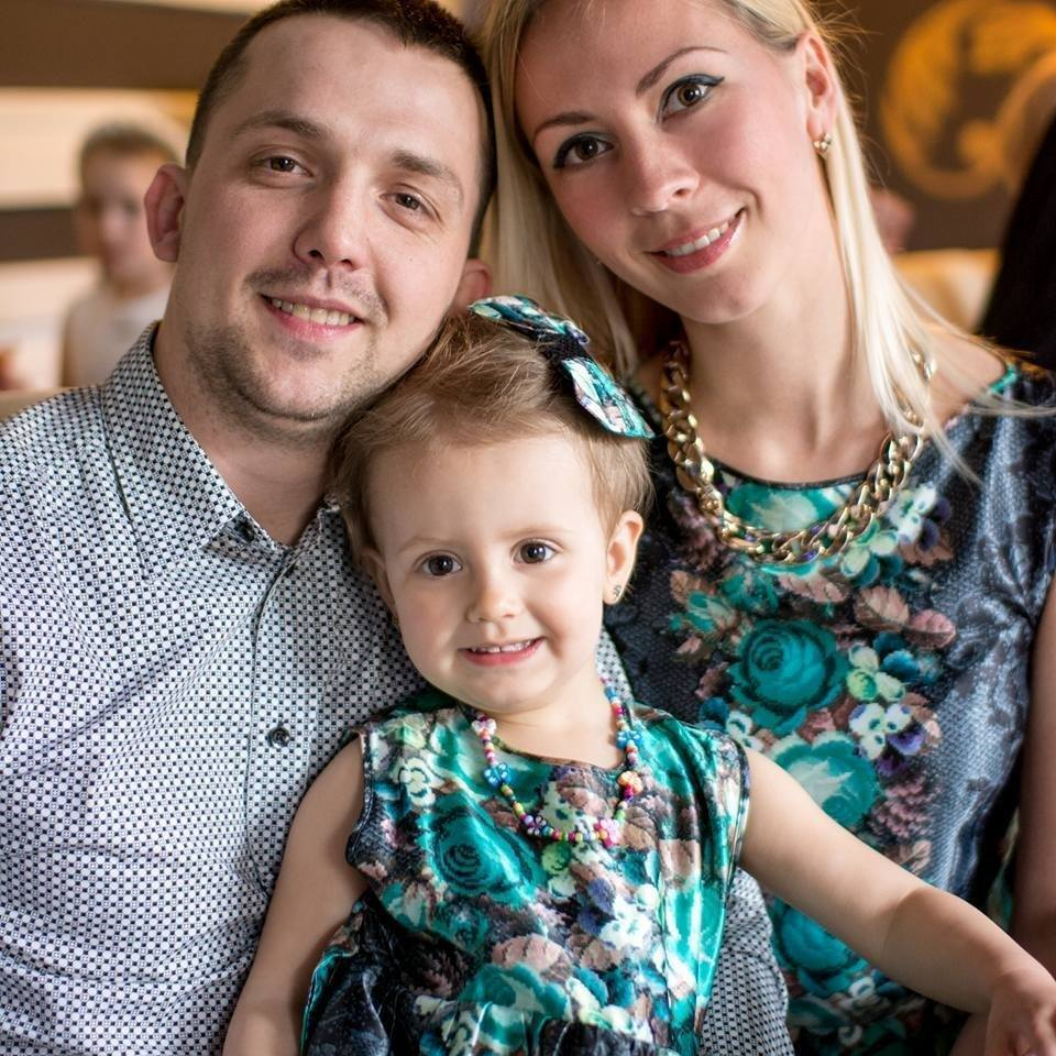 Олександр і Юлія з донькою