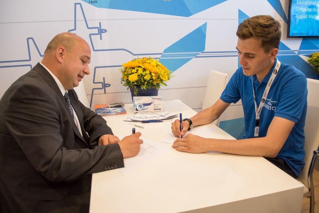 На Ле Бурже український студент підписав контракт з компанією Boeing